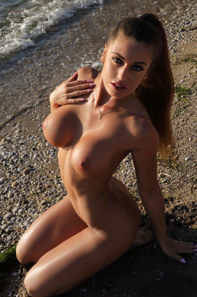 gros seins a la plage chatte metisse